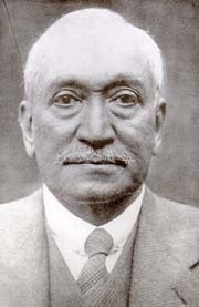 Author photo. Abdullah Yusuf Ali. Photo from <a href=&quot;http://upload.wikimedia.org/wikipedia/commons/b/b1/Yusuf_ali.jpg&quot; rel=&quot;nofollow&quot; target=&quot;_top&quot;><i>Wikipedia</i></a>