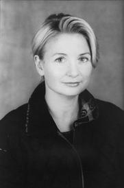 Author photo. © 2002 Joyce Ravid