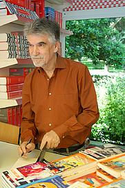 Author photo. <a href=&quot;http://www.astudillo.com/&quot;>César Astudillo</a>