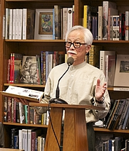Author photo. By Politics and Prose Bookstore - Cropped from Allen Say-- Drawing From Memory (Children's and Teens' Department), CC BY-SA 2.0, <a href=&quot;https://commons.wikimedia.org/w/index.php?curid=34104030&quot; rel=&quot;nofollow&quot; target=&quot;_top&quot;>https://commons.wikimedia.org/w/index.php?curid=34104030</a>