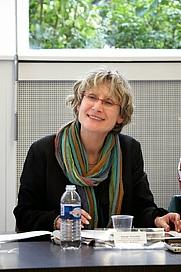 Author photo. Dr. Evelyne Grossman pendant la Table Ronde du 19 mai 2009, consacrée à l'œuvre d'Agnieszka Podgórska, qui avait lieu dans les locaux de la Fondation Hippocrène, l'ancienne agence de l'architecte Robert Mallet-Stevens à Paris. <a href=&quot;http://agnieszkapodgorska.blogspot.com/2009/05/&quot; rel=&quot;nofollow&quot; target=&quot;_top&quot;>http://agnieszkapodgorska.blogspot.com/2009/05/</a>