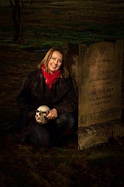 Author photo. Wendy Roberts author