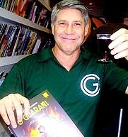 Author photo. <a href=&quot;http://dagomir.blogspot.com/2011/01/luiz-ge-e-os-tubaroes-voadores.html&quot; rel=&quot;nofollow&quot; target=&quot;_top&quot;>http://dagomir.blogspot.com/2011/01/luiz-ge-e-os-tubaroes-voadores.html</a>