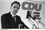 Author photo. Photo by Reinck. (Deutsches BundesarchivB 145 Bild-F065001-0023)