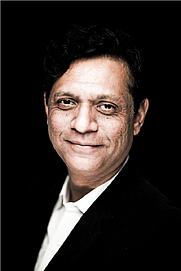 Author photo. Vihang A. Naik : Indian Poet . Photo credit Varun Patel ( Ahmedabad , Gujarat ) February , 2016.