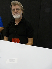 Kirjailijan kuva. Richard Lee Byers at Gen Con Indy 2008 in Indianapolis, Indiana, USA, photo by Wikipedia user Piotrus