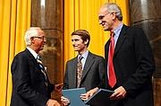 "Forfatter foto. Walt Bogdanich, on right.  Columbia University. <A HREF=""http://www.pulitzer.org/citation/2008,Investigative+Reporting""> pulitzer.org</A>"