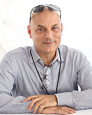 """Author photo. Author Daniel Mendelsohn at the 2018 Texas Book Festival in Austin, Texas, United States. By Larry D. Moore, CC BY-SA 4.0, <a href=""""https://commons.wikimedia.org/w/index.php?curid=74352264"""" rel=""""nofollow"""" target=""""_top"""">https://commons.wikimedia.org/w/index.php?curid=74352264</a>"""