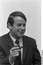 Foto do autor. Photo by Lothar Schaack. (Deutsches Bundesarchiv  B 145 Bild-F030757-0015)