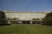 "Kirjailijan kuva. Original Headquarters Building (<a href=""https://www.cia.gov"">cia.gov</a>)"