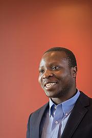 Författarporträtt. William Kamkwamba. Photo courtesy Howard County Library System.