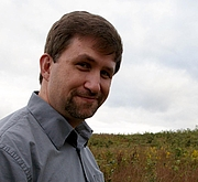 Kirjailijan kuva. Fredericksburg.com
