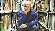 Författarporträtt. Photo by Gali Eitan