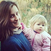 Foto de l'autor. Evelyn Welch (left) with daughter Florence.