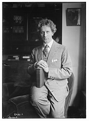 Kirjailijan kuva. George Grantham Bain Collection (Library of Congress)