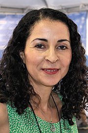 """Fotografia de autor. Author Laila Lalami at the 2015 Texas Book Festival. By Larry D. Moore, CC BY-SA 4.0, <a href=""""https://commons.wikimedia.org/w/index.php?curid=44626510"""" rel=""""nofollow"""" target=""""_top"""">https://commons.wikimedia.org/w/index.php?curid=44626510</a>"""