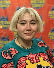 """Författarporträtt. Comics artist Erica Henderson at a Wednesday, March 20, 2019 signing for Assassin Nation #1 at Midtown Comics Downtown in Manhattan. By Luigi Novi, CC BY 4.0, <a href=""""https://commons.wikimedia.org/w/index.php?curid=77484723"""" rel=""""nofollow"""" target=""""_top"""">https://commons.wikimedia.org/w/index.php?curid=77484723</a>"""