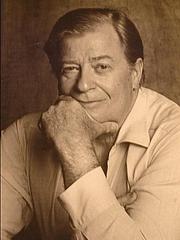 Kirjailijan kuva. James Clavell in 1986. Foto achteromslag Wervelwind