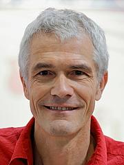 """Kirjailijan kuva. Der österreichische Kinderbuch- und Hörbuchautor Marko Simsa auf der Wiener Buchmesse 2019. By Bwag - Own work, CC BY-SA 4.0, <a href=""""https://commons.wikimedia.org/w/index.php?curid=83988669"""" rel=""""nofollow"""" target=""""_top"""">https://commons.wikimedia.org/w/index.php?curid=83988669</a>"""