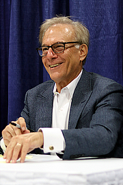 """Fotografia de autor. David Ignatius at the 2018 U.S. National Book Festival By Fuzheado - Own work, CC BY-SA 4.0, <a href=""""https://commons.wikimedia.org/w/index.php?curid=72308570"""" rel=""""nofollow"""" target=""""_top"""">https://commons.wikimedia.org/w/index.php?curid=72308570</a>"""