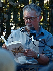 """Photo de l'auteur(-trice). Peter Godfrey-Smith reads from his book """"Other Minds"""" at Adelaide Writers Week 2018"""