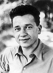 "Foto do autor. Via <a href=""http://en.wikipedia.org/wiki/Image:Tadeusz_Borowski.jpg"">Wikipedia</a>"
