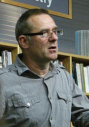"Fotografia de autor. <a href=""http://reading.kingrat.biz/"" rel=""nofollow"" target=""_top"">Philip Weiss</a>"