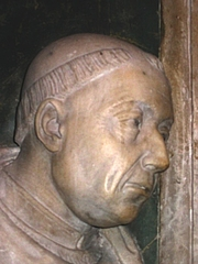 Forfatter foto. Detail from the grave of Nicholas Cardinal of Cusa, San Pietro in Vincoli, Rome. Photo by Werner B. Sendker / Wikimedia Commons.