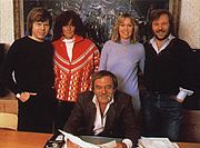 Kirjailijan kuva. Stig Anderson (seated) with ABBA