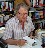 "Author photo. Ian Gibson firmando un ejemplar en la Feria del Libro de Madrid de 2019. By AytoEru - Own work, CC BY-SA 4.0, <a href=""https://commons.wikimedia.org/w/index.php?curid=79484266"" rel=""nofollow"" target=""_top"">https://commons.wikimedia.org/w/index.php?curid=79484266</a>"