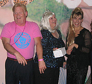 """Foto do autor. Robert Dalby and Cathryn Michon <br>at the 2007 Pulpwood Girlfriends weekend, Marshall, Texas <br>flank one of the Pulpwood Queens during <br>the photo sessions at the Hair Ball<br>  Copyright © 2007 <a href=""""http://ronhogan.tumblr.com"""">Ron Hogan</a>"""