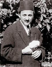 Forfatter foto. Taken in 1920s From Wikimedia