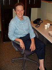 Fotografia de autor. Helen Quinn at Harvard University. Photo credit: Lubos Motl / Wikipedia user Lumidek