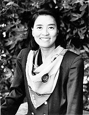 Kirjailijan kuva. Gail Tsukiyama Photo by Mathew Spencer Wong