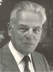"""Forfatter foto. Pierre Pierrard en 1993 sur la couverture de son livre """"Chemins de traverse. Mon itinéraire de chrétien historien"""""""