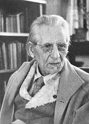 Kirjailijan kuva. Ananda K. Coomaraswamy in his study in later years
