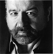 """Foto de l'autor. Photograph of Hernando de Soto, which he had taken by Flavia Gandolfi, for the jacket of his second book, The Mystery of Capital By I4LD 1 and Flavia Gandolfi - Institute for Liberty and Democracy, CC BY-SA 3.0, <a href=""""//commons.wikimedia.org/w/index.php?curid=8062728"""" rel=""""nofollow"""" target=""""_top"""">https://commons.wikimedia.org/w/index.php?curid=8062728</a>"""
