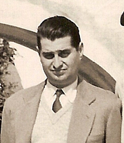 Forfatter foto. Nestor Lujan in 1940 Author unknown: The photo comes from the heirs of Manuel Brunet.