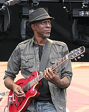 """Foto del autor. Keb Mo with Hamer guitar 26Jun2010 By Steve Proctor - Own work, CC BY-SA 4.0, <a href=""""https://commons.wikimedia.org/w/index.php?curid=43206446"""" rel=""""nofollow"""" target=""""_top"""">https://commons.wikimedia.org/w/index.php?curid=43206446</a>"""