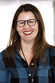 """Fotografia de autor. Author Kristen Arnett at the 2019 Texas Book Festival in Austin, Texas, United States. By Larry D. Moore, CC BY-SA 4.0, <a href=""""https://commons.wikimedia.org/w/index.php?curid=84550338"""" rel=""""nofollow"""" target=""""_top"""">https://commons.wikimedia.org/w/index.php?curid=84550338</a>"""