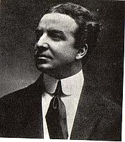 Foto de l'autor. Photograph by Mario Nunes Vais (1856-1932)