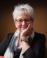 Kirjailijan kuva. Publisher's author publicity page