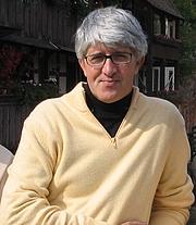 Kirjailijan kuva. Davide Schenetti (Wikimedia Commons)