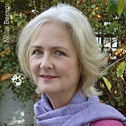 Fotografia dell'autore. hodder.co.uk