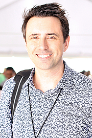 """Foto de l'autor. Author Jarrett J. Krosoczka at the 2018 Texas Book Festival in Austin, Texas, United States. By Larry D. Moore, CC BY-SA 4.0, <a href=""""https://commons.wikimedia.org/w/index.php?curid=74264766"""" rel=""""nofollow"""" target=""""_top"""">https://commons.wikimedia.org/w/index.php?curid=74264766</a>"""