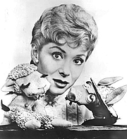 Foto de l'autor. Shari Lewis with her puppets Lambchop and Charlie Horse