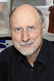 """Författarporträtt. Author Robert Olen Butler at the 2016 Texas Book Festival. By Larry D. Moore, CC BY-SA 4.0, <a href=""""https://commons.wikimedia.org/w/index.php?curid=53477339"""" rel=""""nofollow"""" target=""""_top"""">https://commons.wikimedia.org/w/index.php?curid=53477339</a>"""