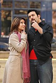 Foto de l'autor. Daniel Nayeri with his sister and co-author Dina Nayeri