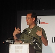 """Fotografia dell'autore. reading at the National Book Festival, Washington, D.C. By slowking4 - Own work, GFDL 1.2, <a href=""""https://commons.wikimedia.org/w/index.php?curid=72267039"""" rel=""""nofollow"""" target=""""_top"""">https://commons.wikimedia.org/w/index.php?curid=72267039</a>"""