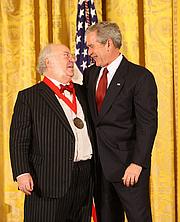 Författarporträtt. Myron Magnet receiving the 2008 National Humanities Medal.  White House photo by Chris Greenberg.